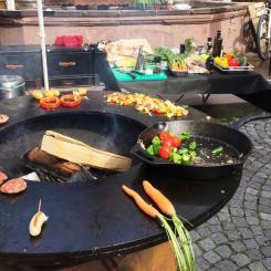 Wochenmarkt - Erlebnismarkt Bretten Grill-Show